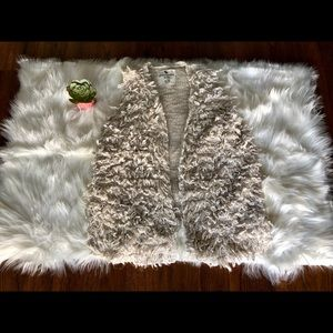 CREAM ABERCROMBIE KIDS SHAGGY VEST